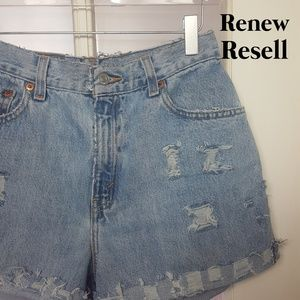 550 Relaxed Fit Distressed Cut-off Denim Shorts